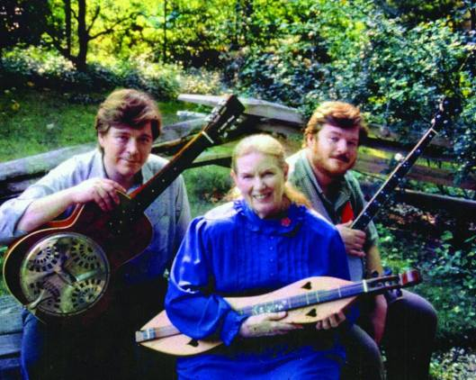 Jean Ritchie with her sons, Peter (L) and Jon Pickow